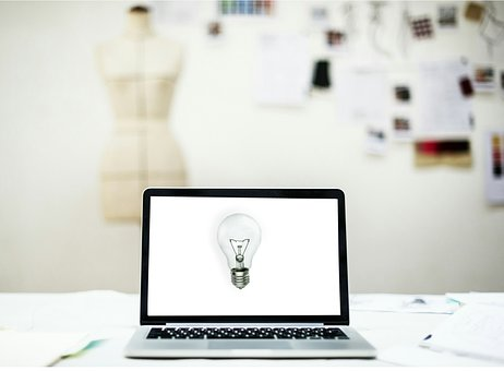 computer-with-light-bulb